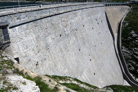 goats scale dam photo