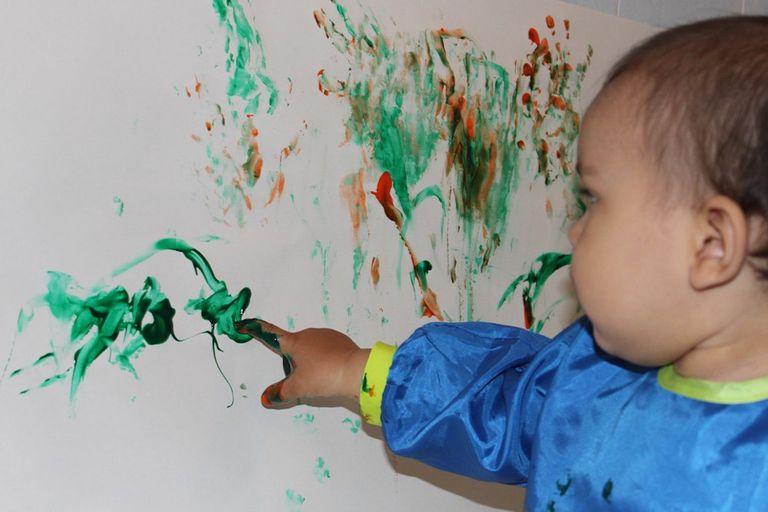 No, no tienes que quedarte con las obras de arte de tu hijo