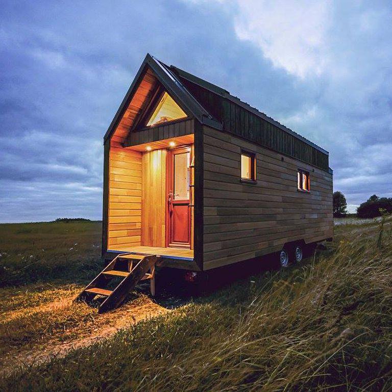 French Tiny House L'Odyssée tiene una visión diferente de la sala de estar