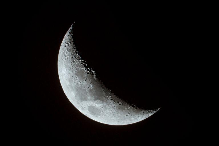 No sabemos qué tan brillante es la luna, pero necesitamos hacerlo