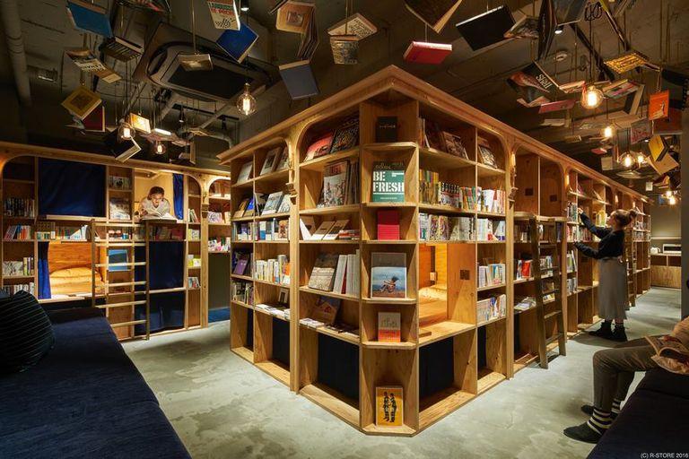 El hotel en Kioto está construido con estanterías
