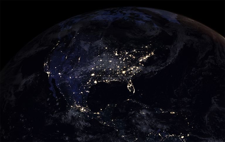 La 'canica negra' de la NASA muestra el resplandor nocturno de la Tierra