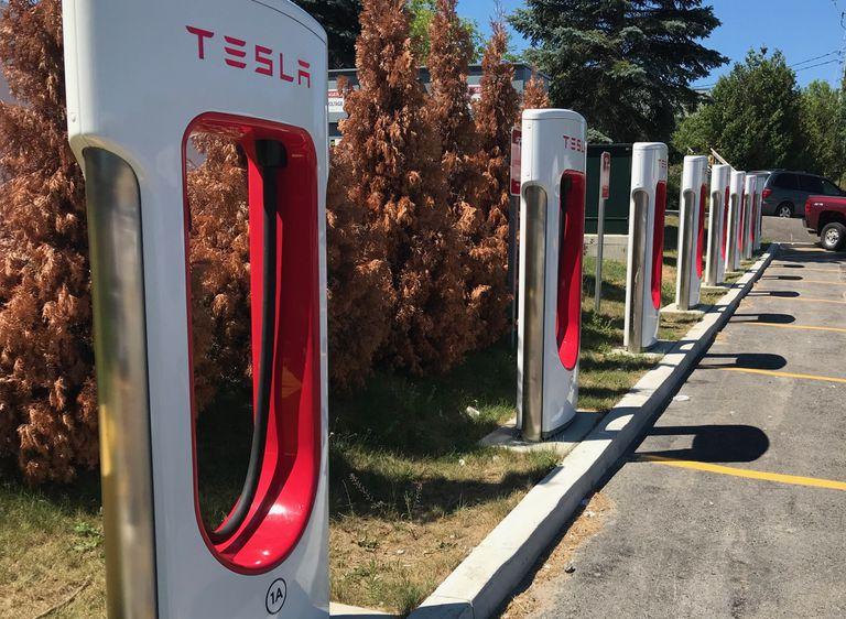 El Tesla Supercharger en el Fin del Universo