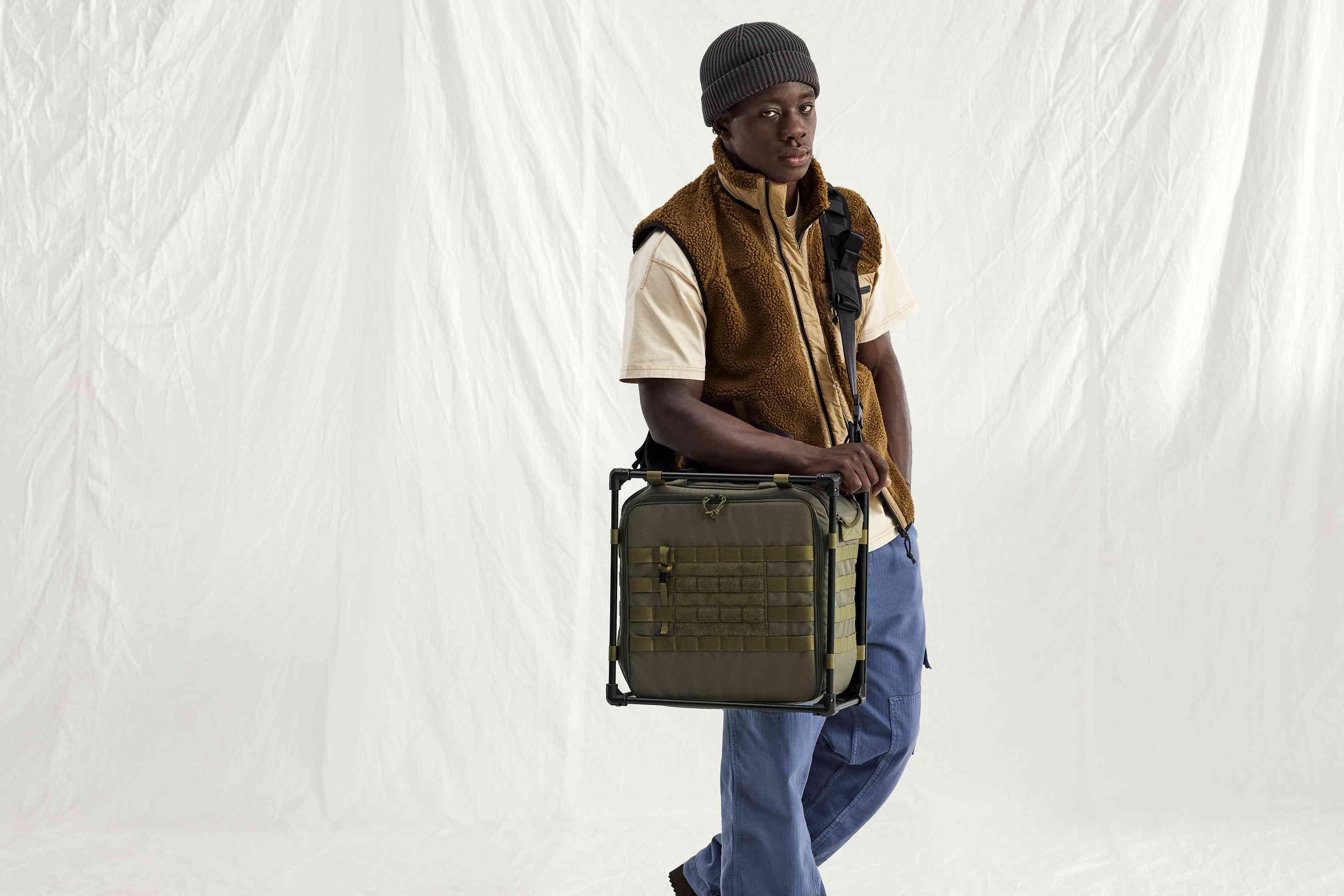 Carrying Helinox Desk