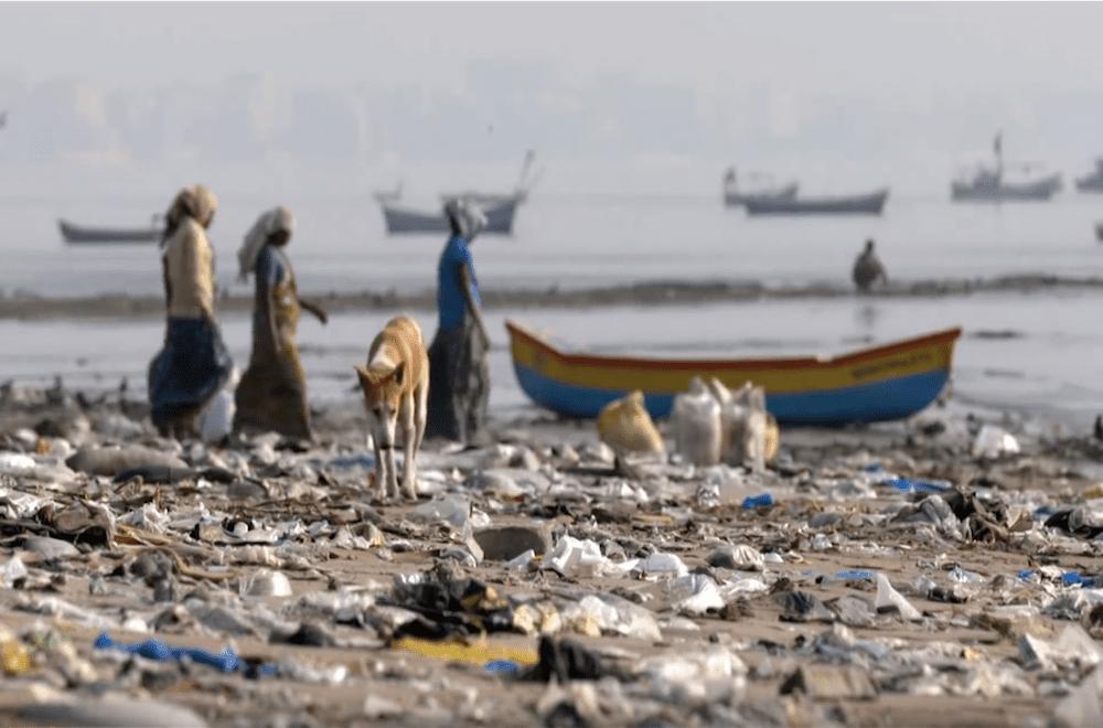 trash on Mumbai beach