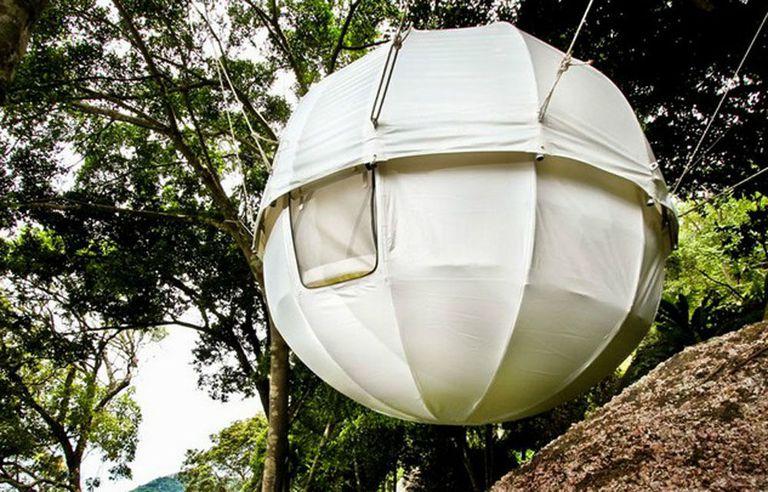El Cocoon Tree prefabricado es una vaina esférica para los amantes de los árboles