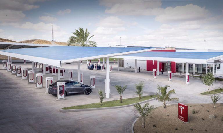 Tesla lanza sobrealimentadores de 40 puntos de carga, con salón, comodidades y pared de juegos para niños también