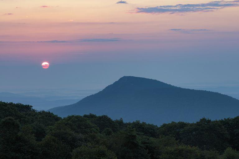 El amanecer más temprano del año no está en el solsticio de verano