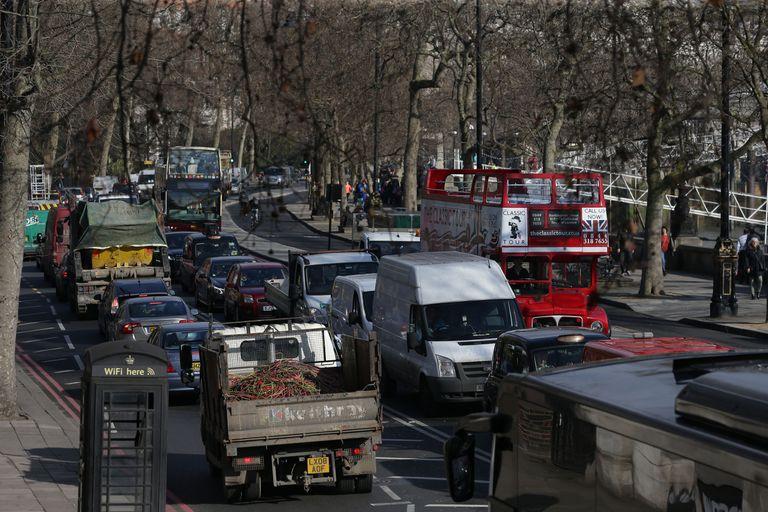 Londres considera días sin automóviles para frenar la contaminación del aire