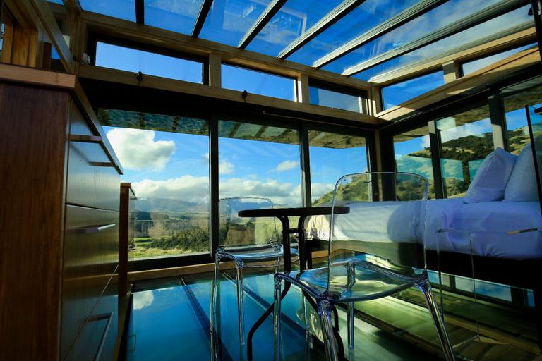 Los PurePods de vidrio con energía solar son para hacer glamping al aire libre