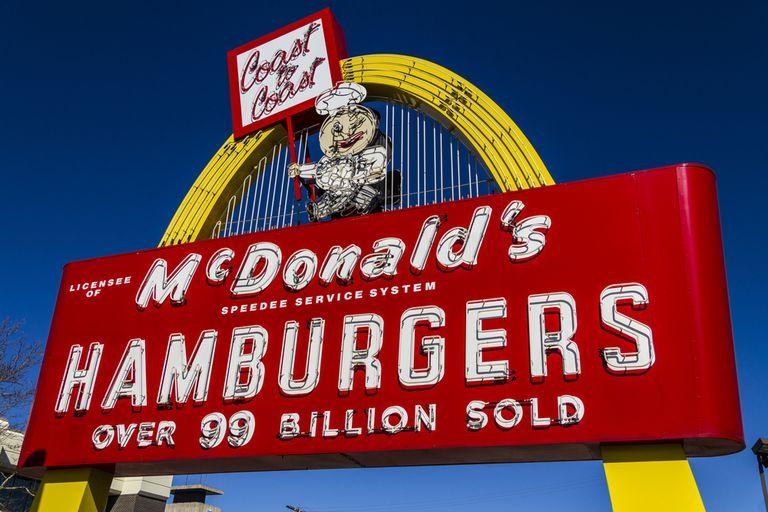 McDonald's cambia juguetes por libros en Happy Meals