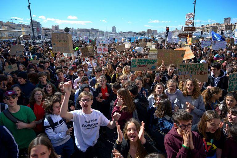 Los jóvenes toman las calles de todo el mundo en el # Strike4climate