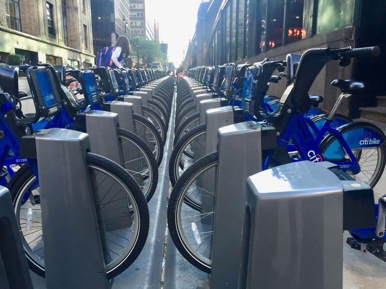 Los cambios propuestos al fondo fiduciario de carreteras gravarían los neumáticos de las bicicletas y las baterías de los coches eléctricos