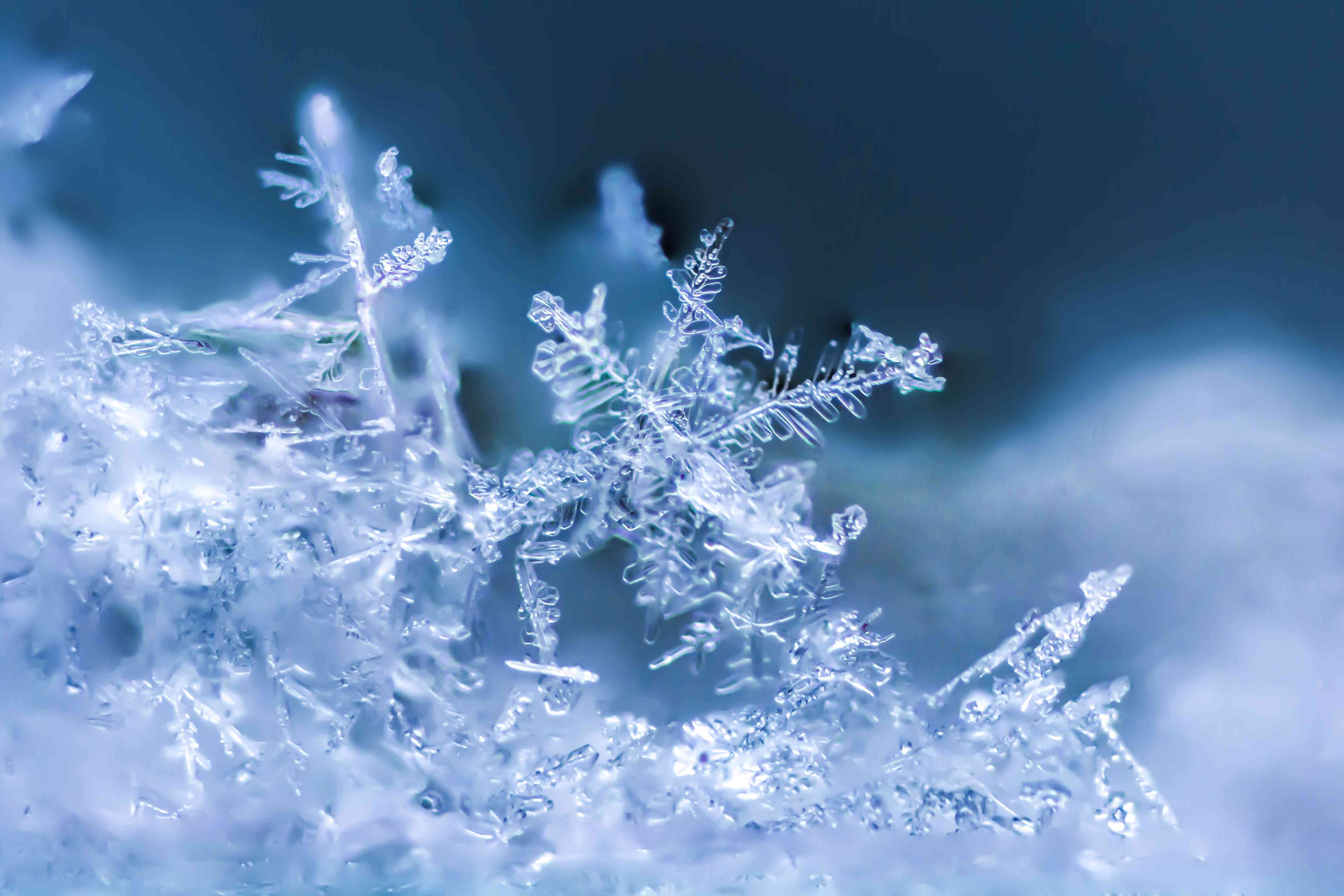 Snowflake pile-up