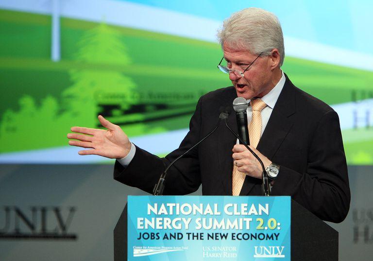 Clinton presenta la iniciativa de farolas LED de Los Ángeles