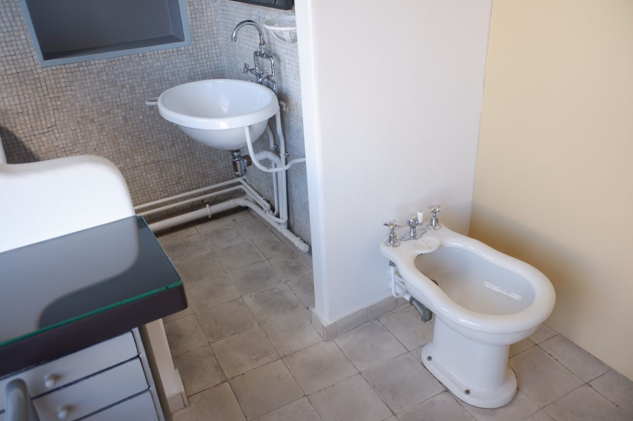 Yvonne's bidet in the middle of the bedroom