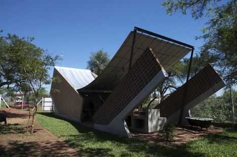 Hammock House With Recycled Materials In Paraguay - General View - Photo
