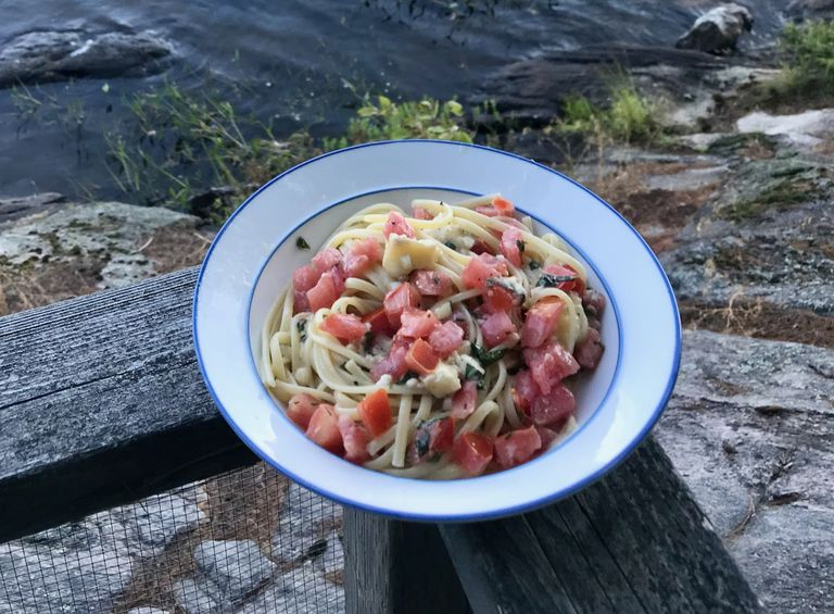 Linguini with brie and tomatoes.