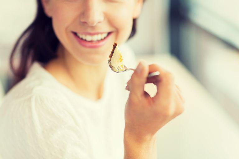 ¿Qué sucede realmente cuando la comida 'se va por el conducto equivocado'?