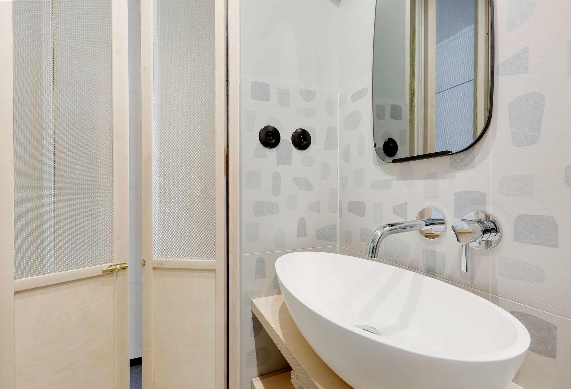 micro apartment rue falguiere renovation Studio Beau Faire bathroom
