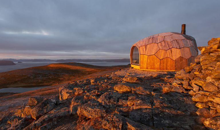 La cabaña ovoide ofrece refugio para excursionistas en Noruega