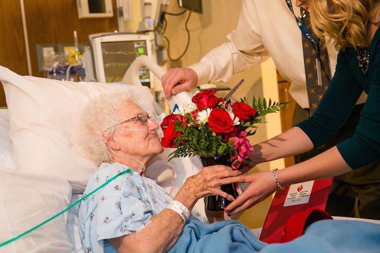 Recicla las flores de San Valentín para alegrar el día de alguien más