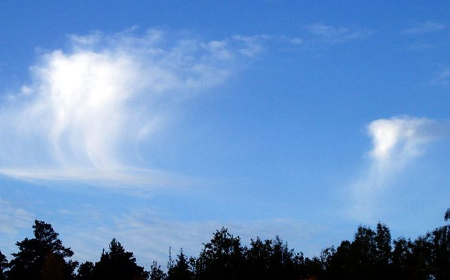 Altocumulus clouds with virga features