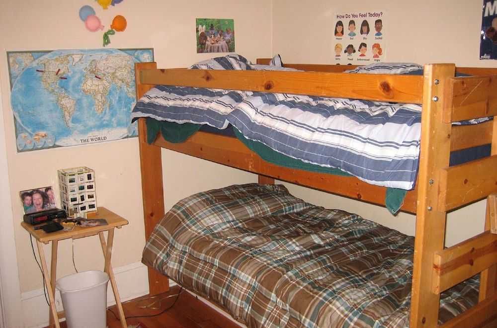6 Tips for Teaching Kids to Share a Bedroom