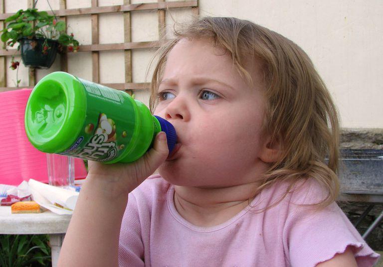 Manténgase alejado de las leches para niños pequeños