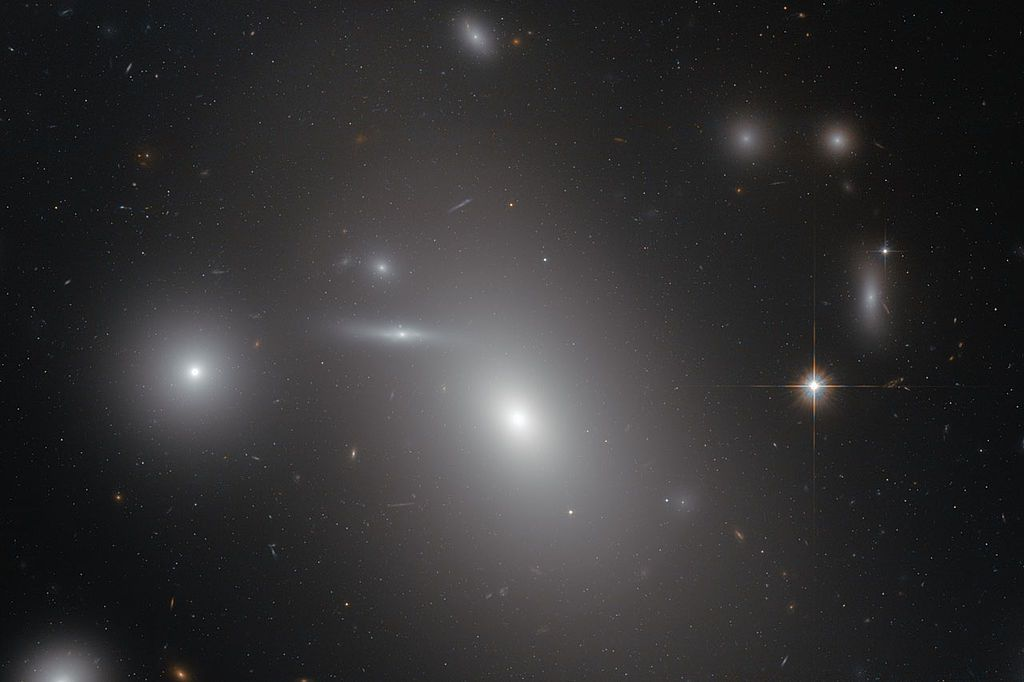 supermassive black hole in galaxy NGC 4889