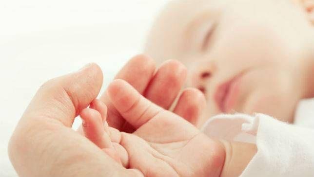 ¿Qué es un entorno de sueño seguro para un bebé?