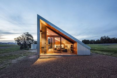 Gawthorne's Hut by Cameron Anderson Architects view of cabin exterior