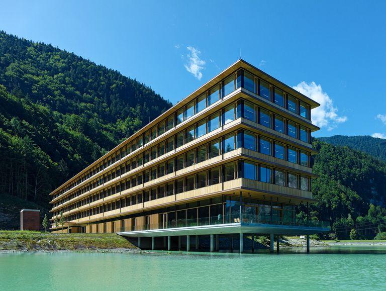 El edificio de oficinas es prefabricado, pasivo, mayormente de madera y también hermoso.