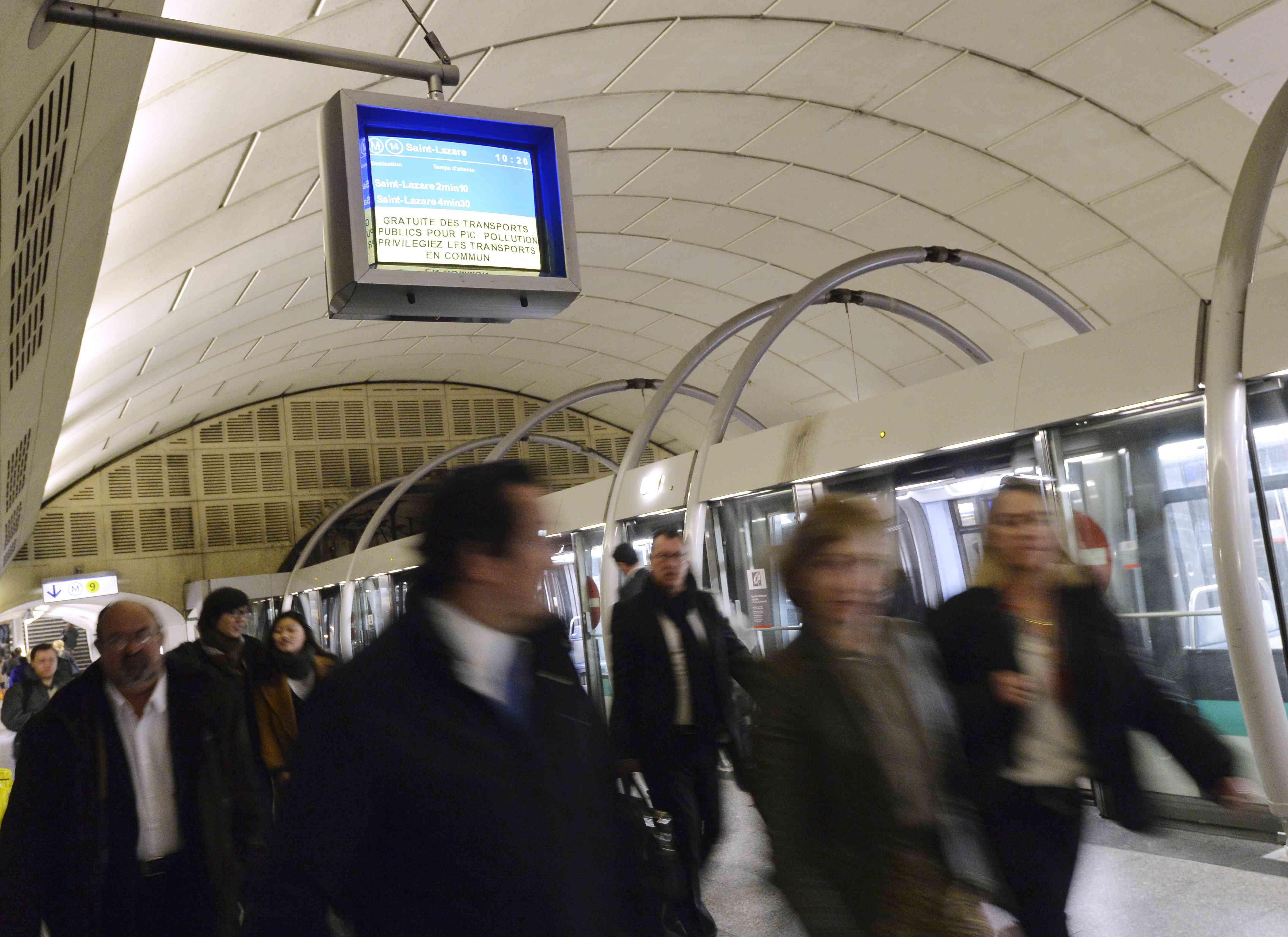 Free Metro rides in polluted Paris