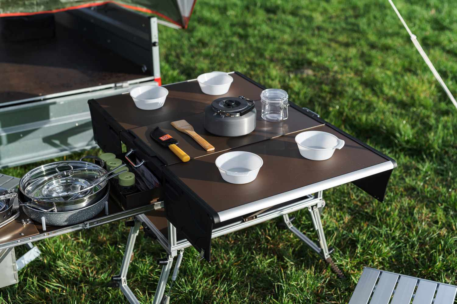 Elektro Frosch table and seating