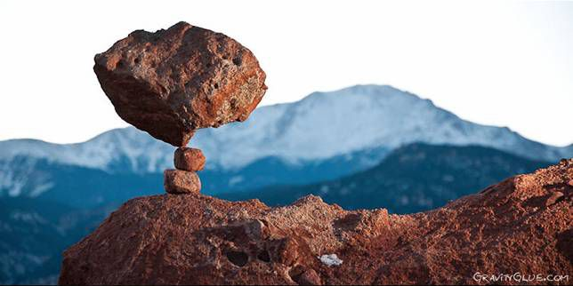 Stone balancing: Mountains in the background