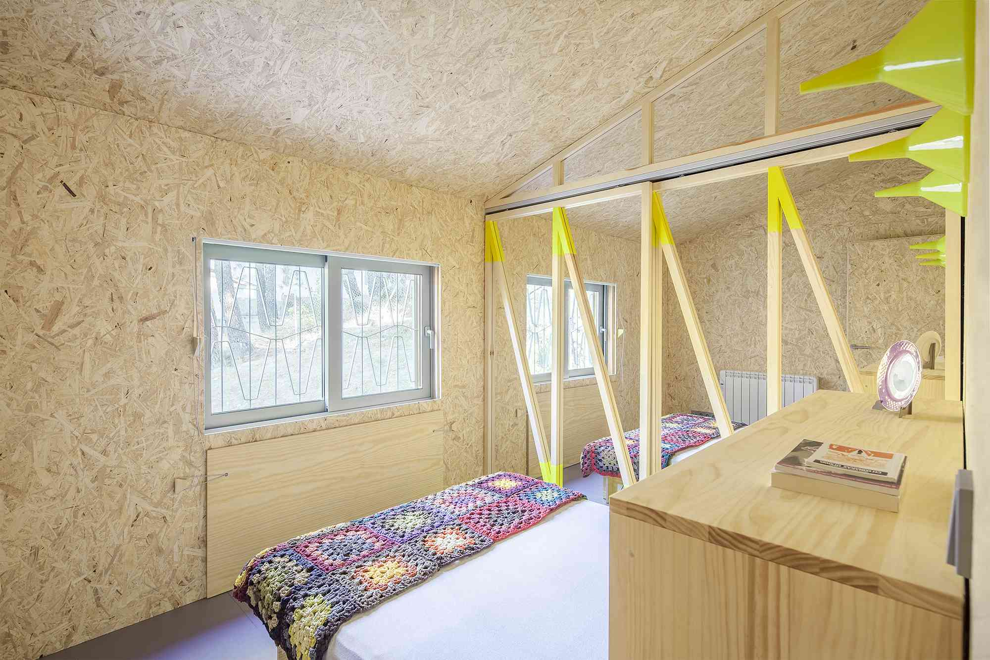 (Synanthro)Love Shack, (Tele)Working Abode by Husos Architects bed