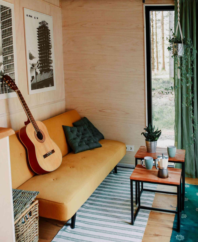 Projekt Datscha modern tiny house sofa