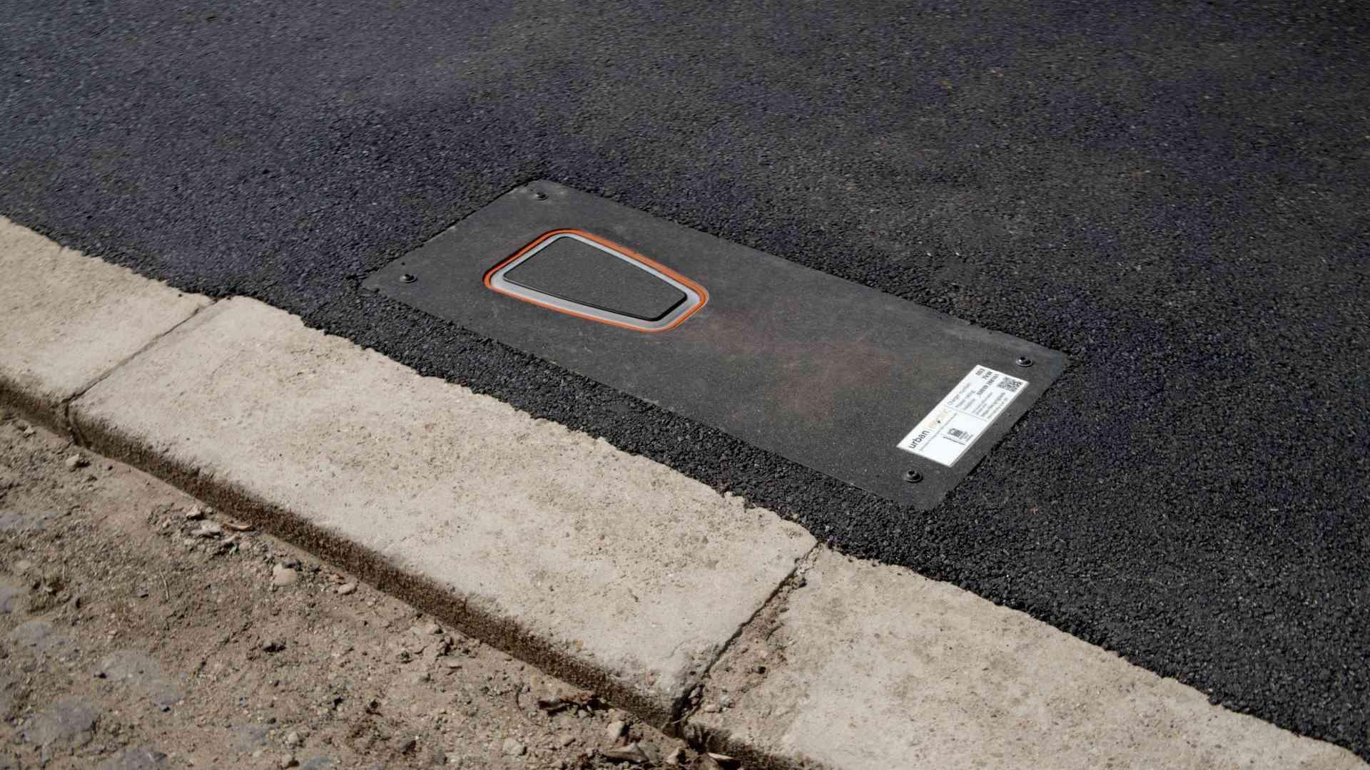 UEone in pavement down
