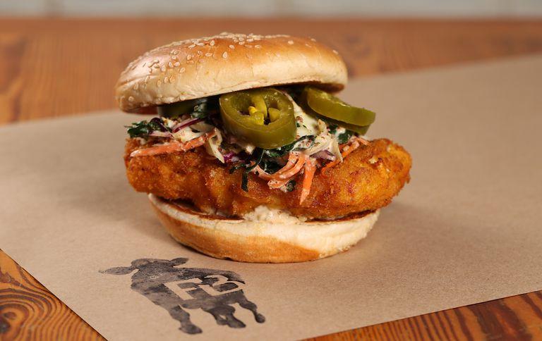 Farm Burger presenta sándwich de especies invasoras