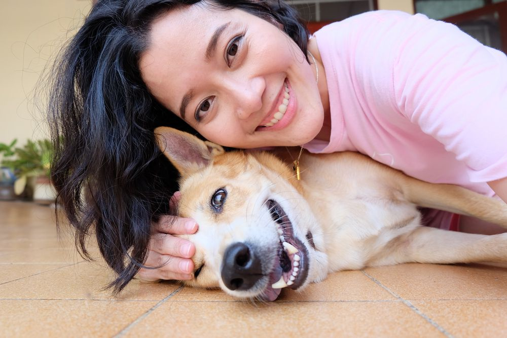 woman selfie with dog