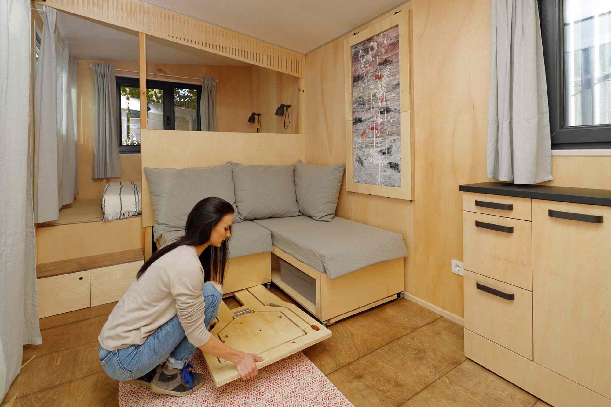 EBH 659 tiny house Ecobox Home Ltd. pulling out chairs