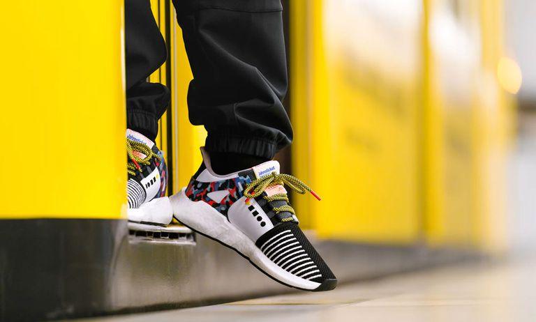 El sistema de transporte público de Berlín patrocina un zapato con un pase de transporte anual