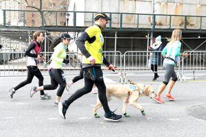 Thomas Panek runs with a guide dog.