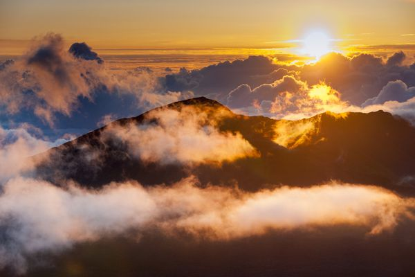 A stunning sunset behind the mountains and clouds
