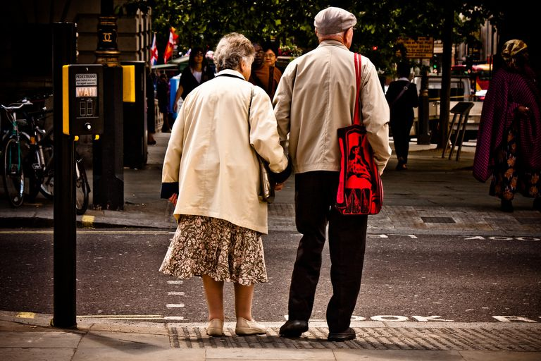 En el Día de la Tercera Edad, una mirada a los problemas de caminar en la vejez