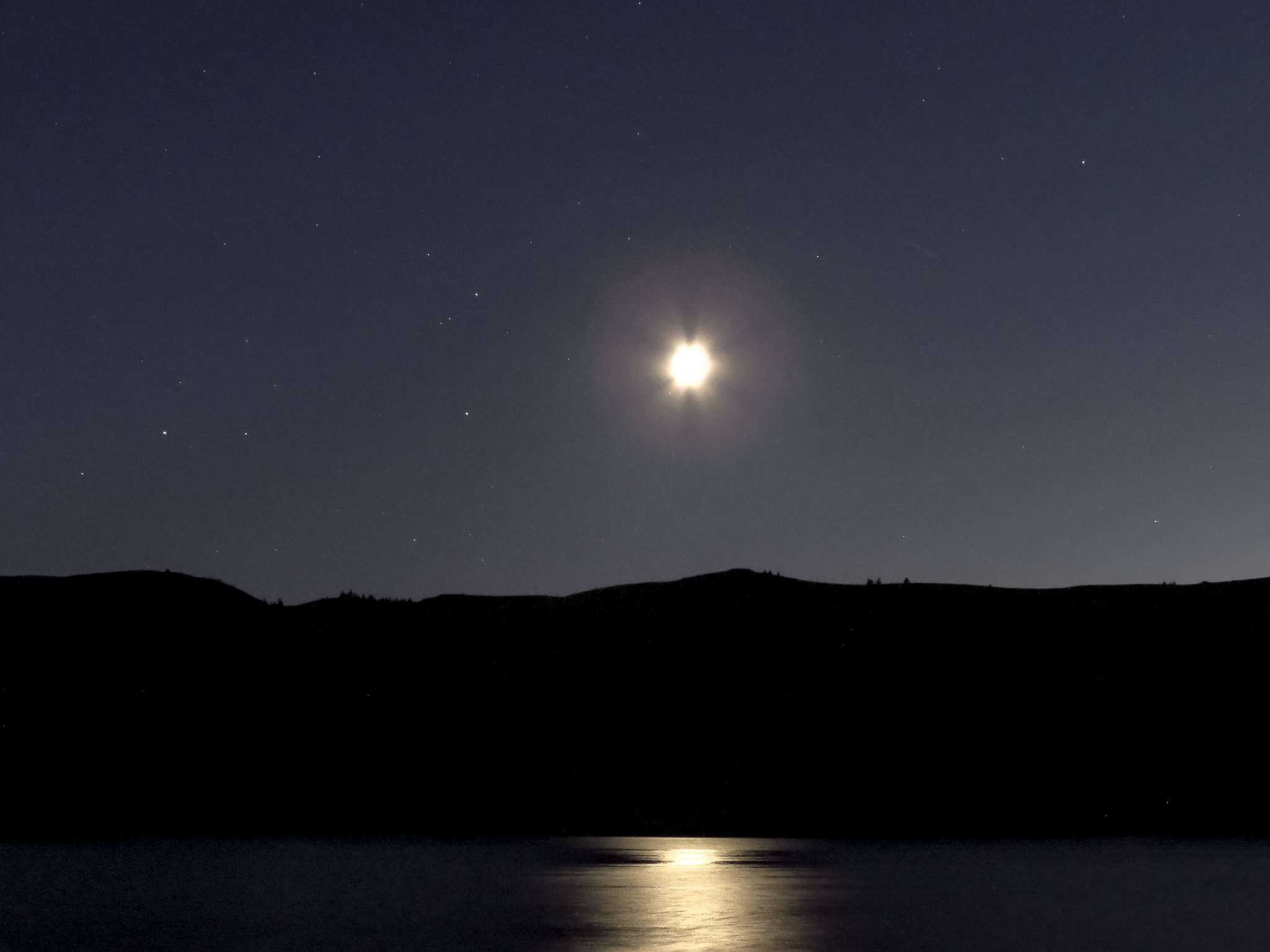 Saturn can be seen in the lower right sky over Lake Roosevelt.