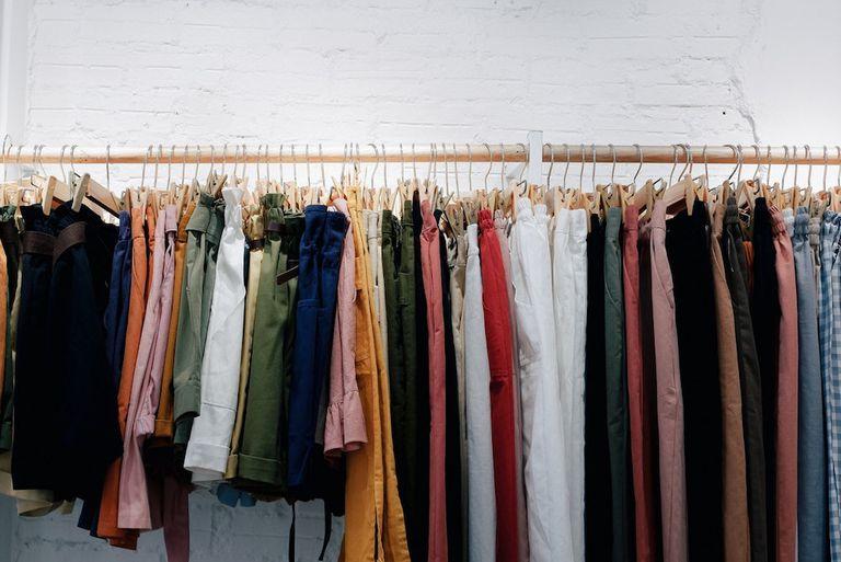 Una cosa que siempre debes hacer al comprar ropa