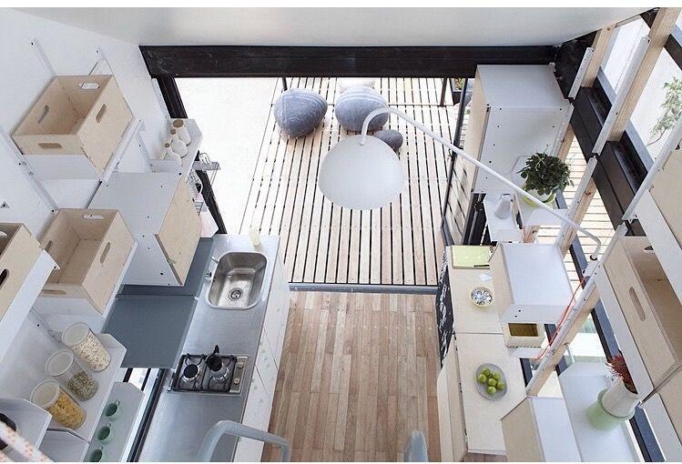 La diminuta casa sudafricana supermoderna es luminosa y verde
