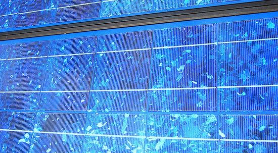 solar-panels-data-center-apple-photo